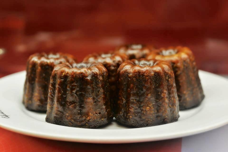 カリッとした表面、もっちりしっとりした焼き菓子「生チョコのカヌレ」