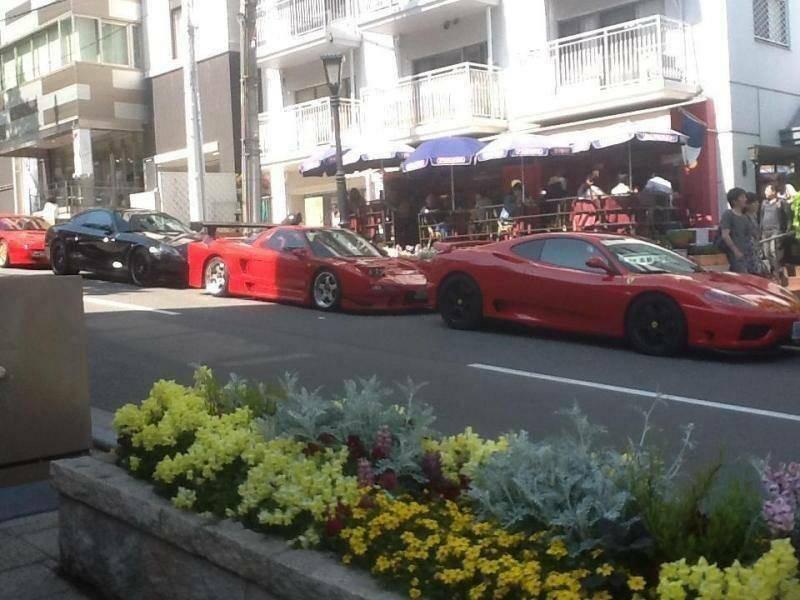 フェラーリ集結!! 世界中のセレブも集まるカフェです。