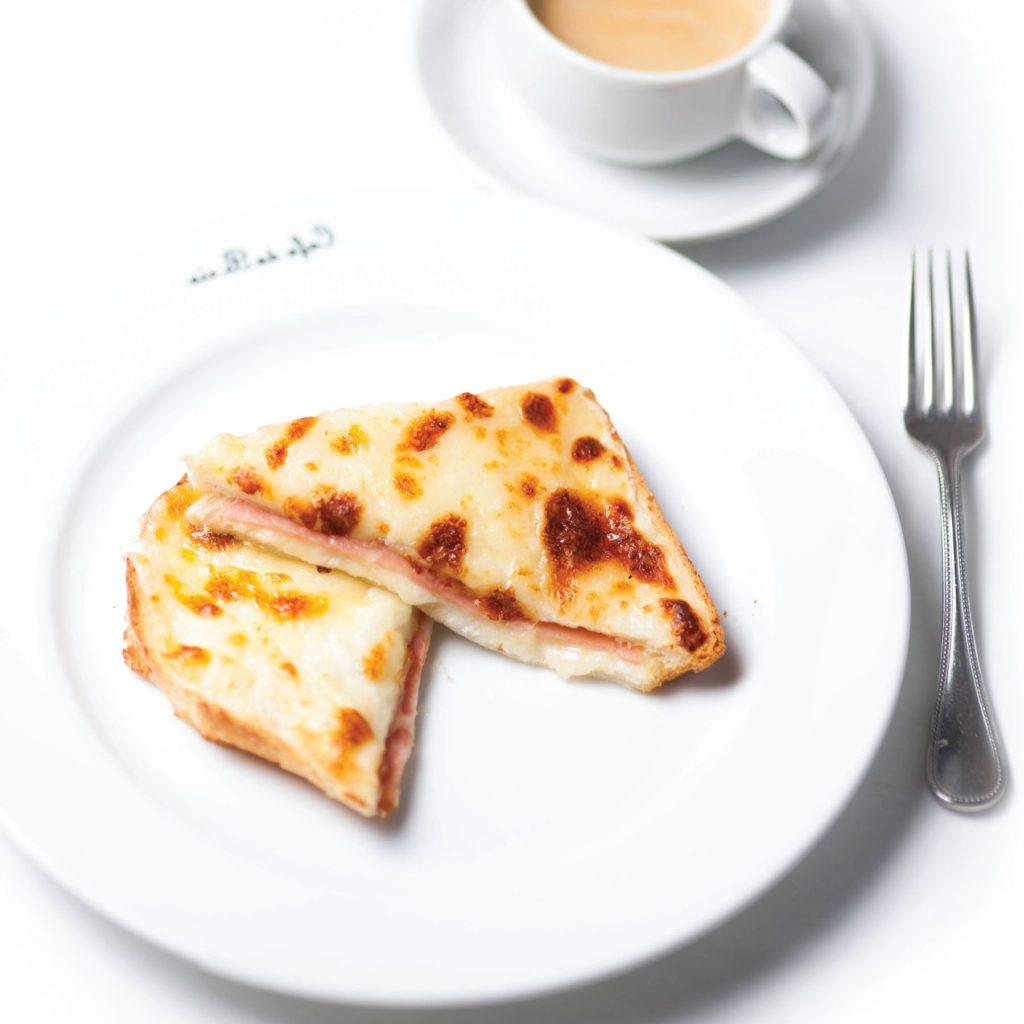 パンにハムとチーズを挟んだクロックムッシュ