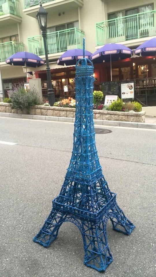 オーダーメイドのエッフェル塔が神戸北野にやってきました。Eiffel tower has just arrived to Kitano
