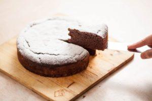 チョコレートの美味しさをシンプルに味わえる、優しい甘さのガトーショコラはいかがですか?