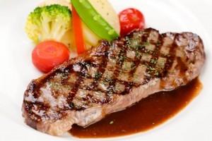 ランチの1番人気のメニュー、ステーキランチはいかがですか? ステーキソースが評判です。