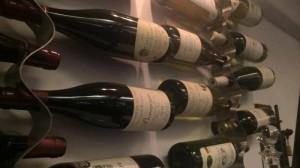 テラス席で美味しいワインを