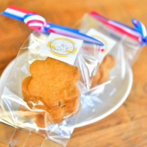 おみやげやプレゼントに。パティシエが丁寧に焼き上げたお菓子はいかがですか? Perfect for gifts, as a souvenir, or for a little tasty treat just for you! 礼物,纪念品,或给自己的小奖赏,如何?