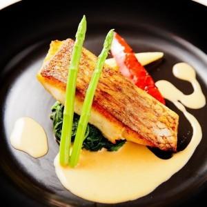 真鯛のポワレ オマール海老風味のクリームソース