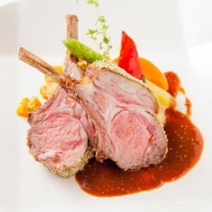 骨付き仔羊ロース肉のロースト 香草風味